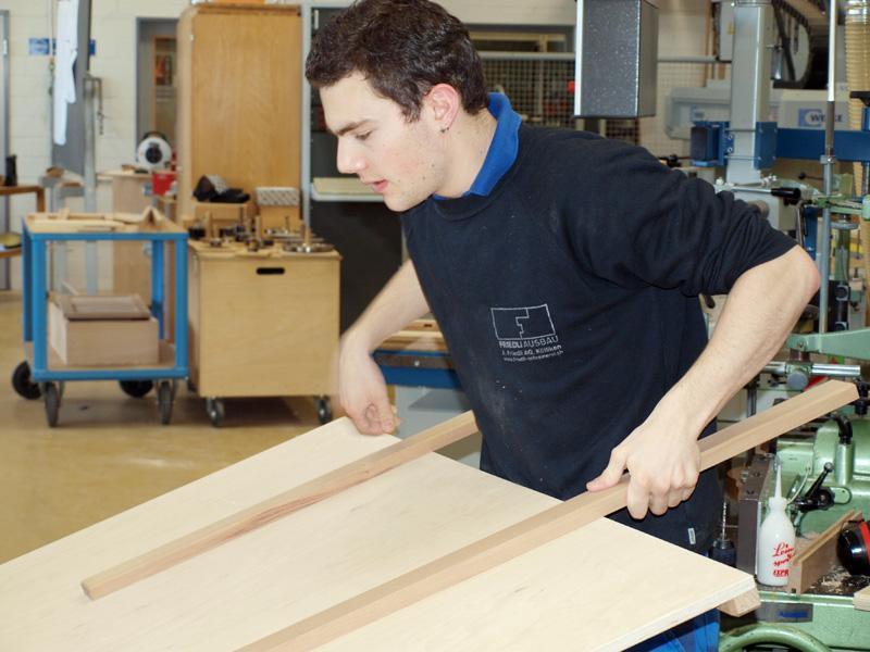 Schreinerpraktiker in for Beruf innendekorateur